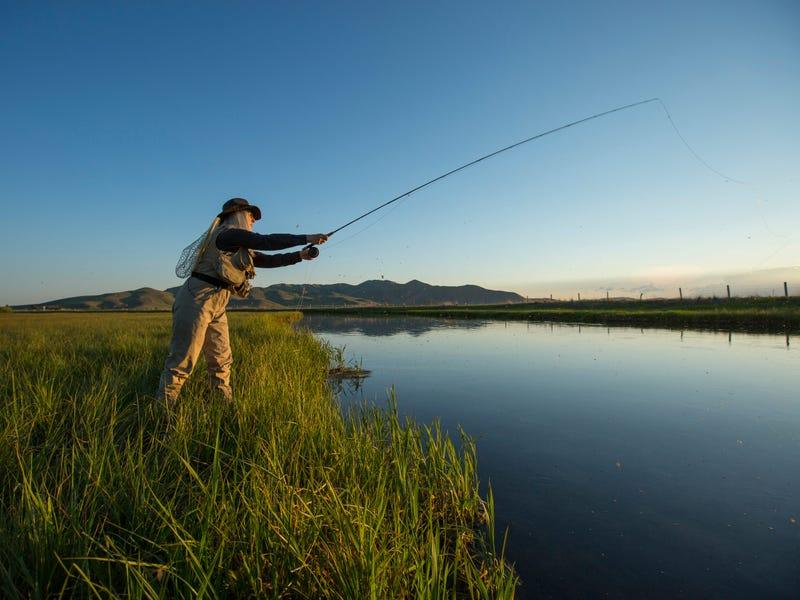 Người tiêm vắc-xin có thể được hưởng một số quyền lợi về hoạt động giải trí như câu cá, tham quan, xem thể thao,...