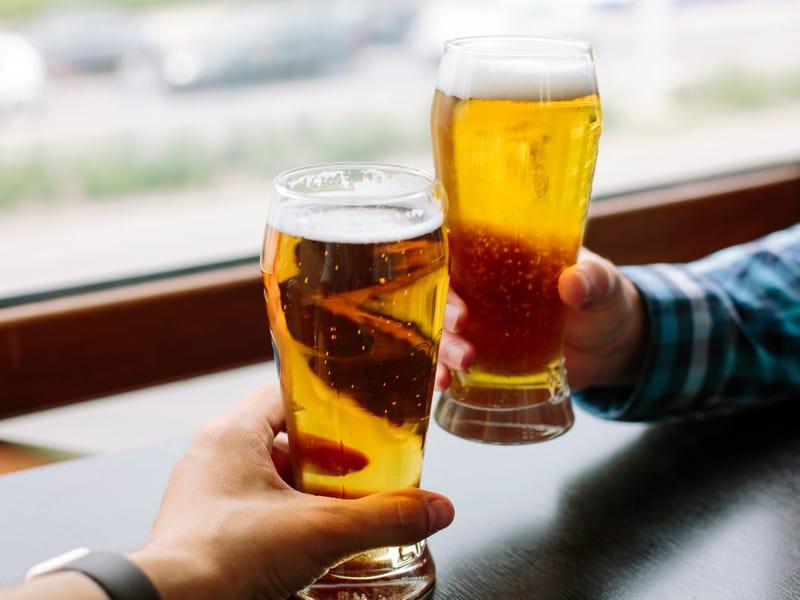 Trên thực tế, các bác sĩ cảnh báo không nên uống rượu bia ngay sau khi tiêm chủng