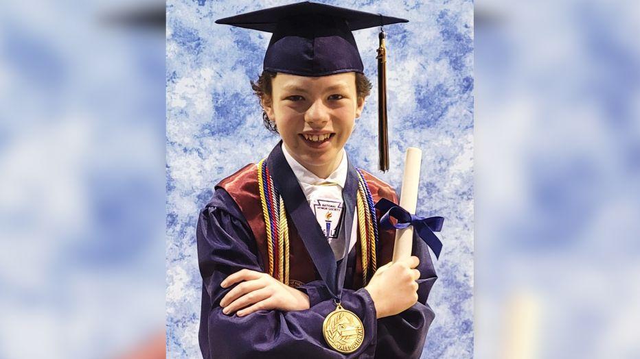 Cậu bé 12 tuổi Mike Wimmer sẽ nhận bằng tốt nghiệp phổ thông lẫn cao đẳng cùng lúc khi mới chỉ 12 tuổi - Ảnh: Twitter nhân vật