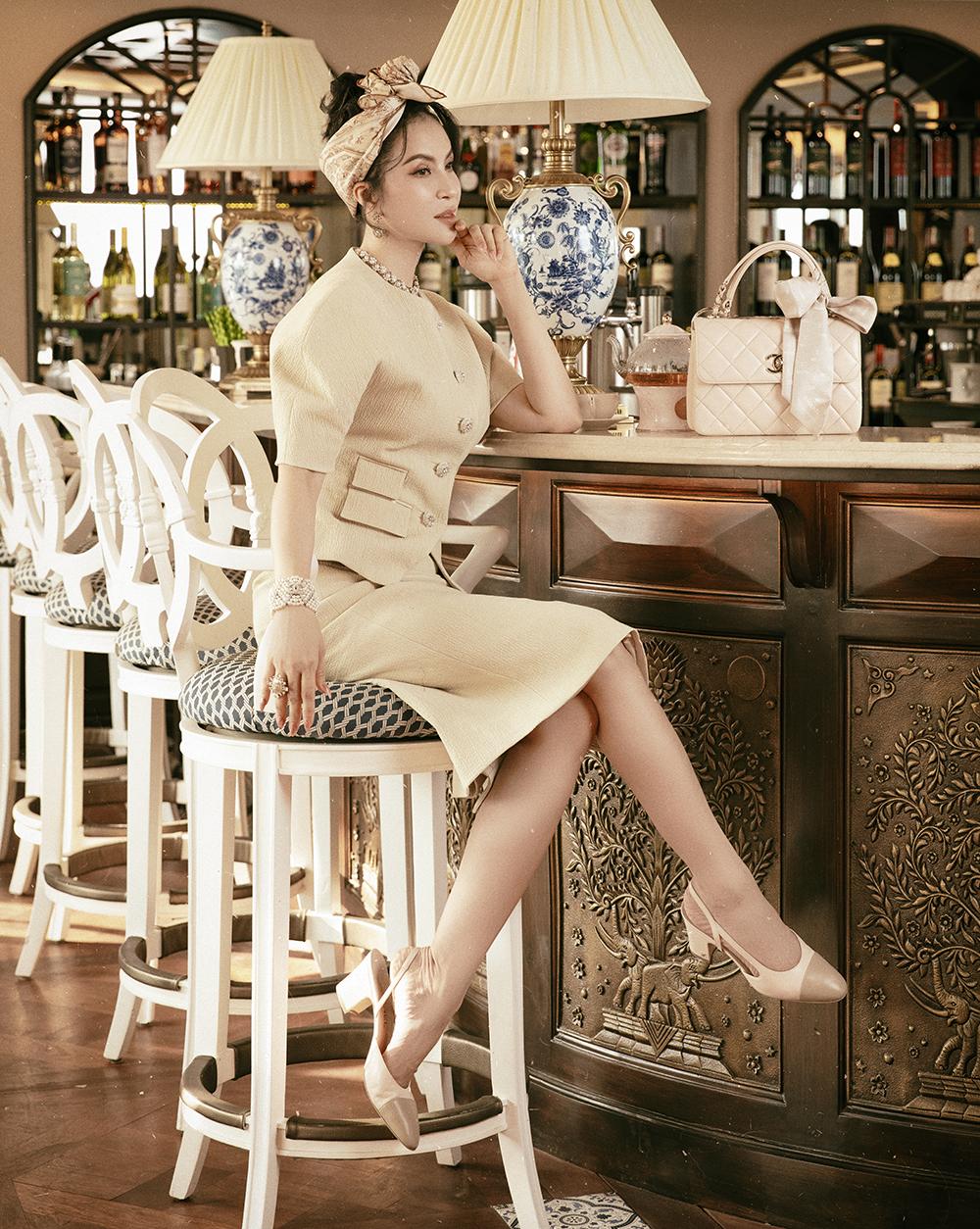 Trong loạt ảnh mới, MC Thanh Mai gợi ý cho phái đẹp phối đồ theo phong cách cổ điển.
