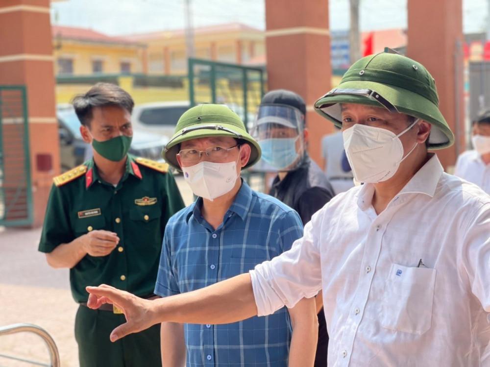 Thứ trưởng Nguyễn Trường Sơn làm việc với lãnh đạo tỉnh Bắc Giang sau khi số ca mắc tại đây liên tục tăng mạnh