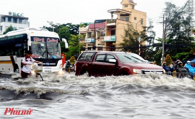 Một đoạn đường Kinh Dương Vương trước đây ngập thường xuyên mỗi khi mưa lớn đến nay đã cơ bản được giảm ngập. Ảnh: T.N