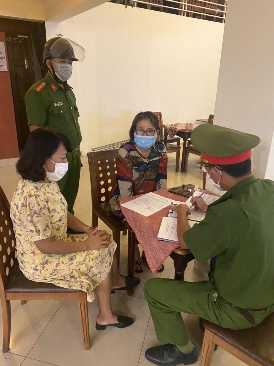 Công an phường Xuân Phú cùng lãnh đạo UBND phường đã kịp thời phát hiện, lập biên bản vi phạm chủ quán cafe Relax, địa chỉ 179 Bà Triệu