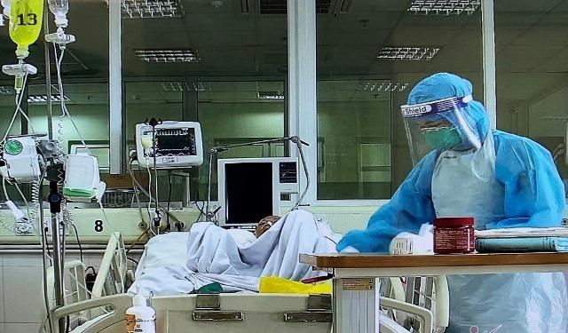 3 nhân viên y tế mắc COVID-19 đang có diễn biến nặng (ảnh minh họa)