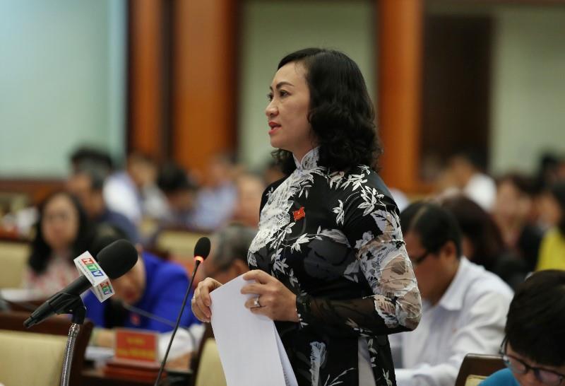 Bà Phan Thị Thắng- Phó Chủ tịch UBND TPHCM phát biểu tại kỳ họp HĐND TPHCM.