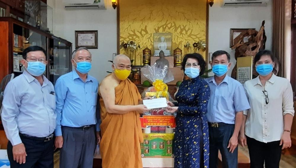 Đoàn đến thăm, chúc mừng Hòa thượng Thích Giác Toàn, Phó Chủ tịch Hội đồng Trị sự Giáo hội Phật giáo Việt Nam.