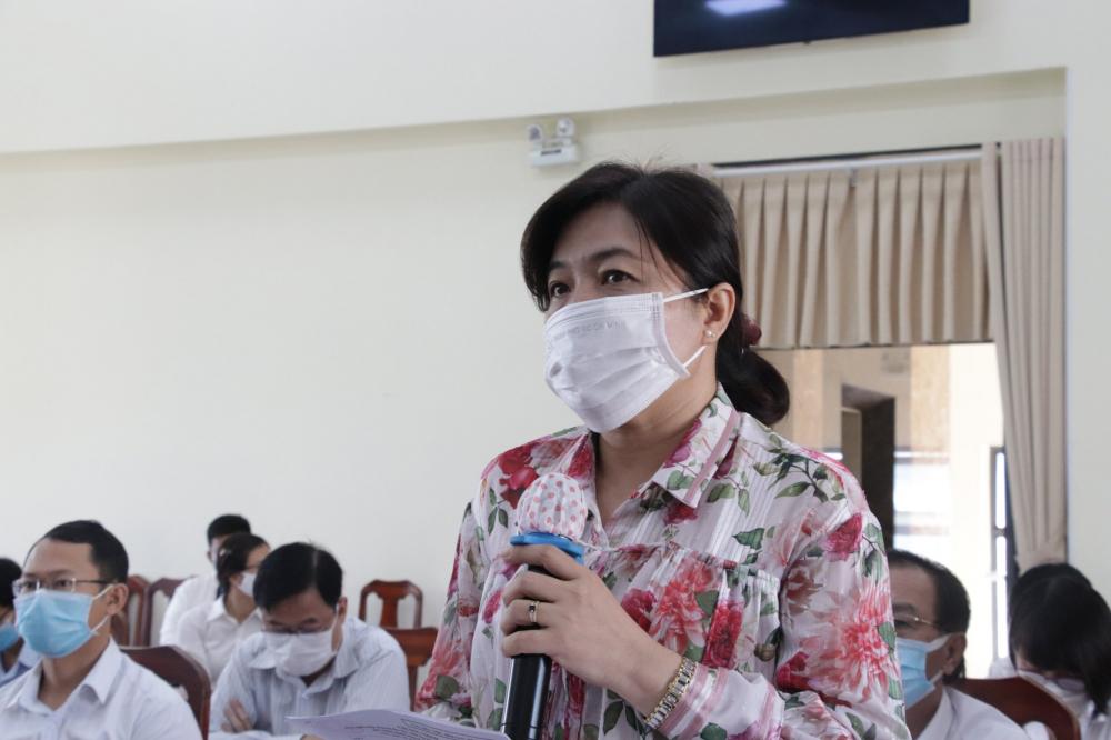 Bà Nguyễn Trần Phượng Trân- Chủ tịch Hội LHPN TPHCM trong một buổi giám sát của HĐND TPHCM