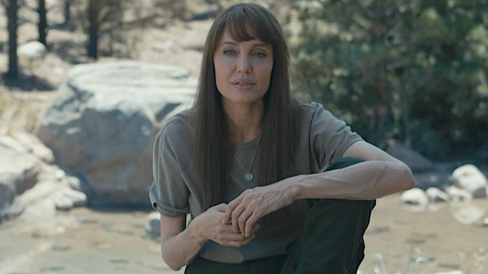 Tạo hình nhân vật của Angelina Jolie trên phim.