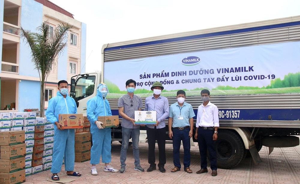 Gần 100.000 sản phẩm khác đã được Vinamilk ủng hộ tại 2 địa phương Bắc Ninh và Hà Nam trong đợt này. Ảnh: Vinamilk