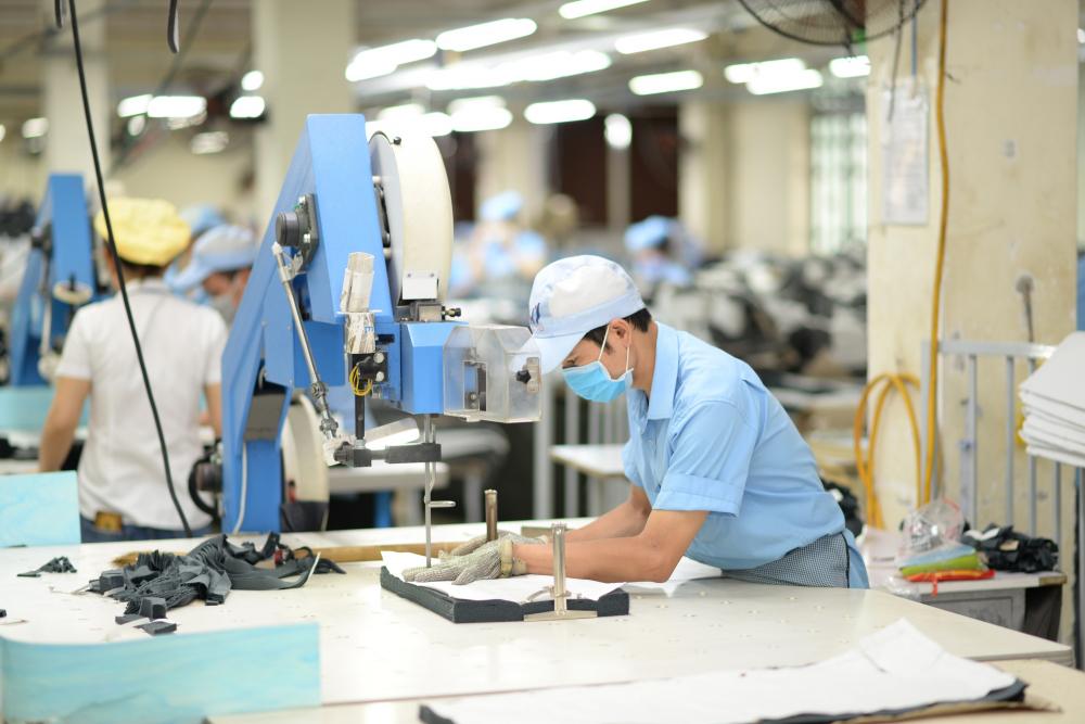 Hiệp hội dệt may Việt Nam đề xuất Chính phủ hỗ trợ mua vắc-xin tiêm cho NLĐ. (Ảnh minh hoạ)
