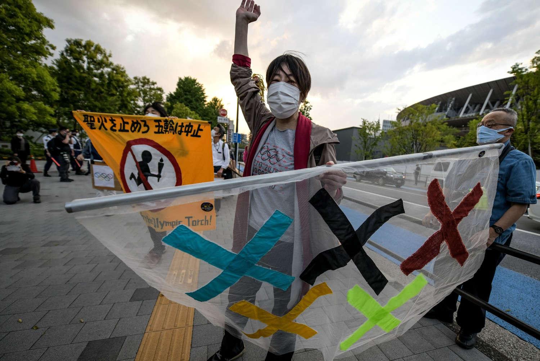 Một người dân đang biểu tình phản đối chính quyền tổ chức Thế vận hội Olympic Tokyo - Ảnh: ezary Kowalski/Getty Images
