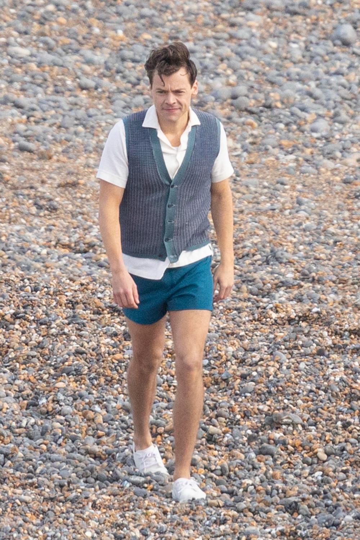 Mán khoe đùi của Harry Styles