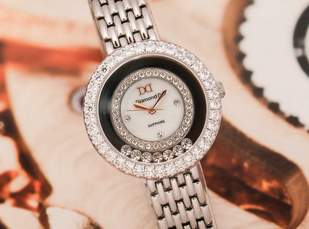 Thương hiệu Diamond D chiều lòng phái đẹp với thiết kế mang phong cách Hoàng gia Anh đầy tinh tế