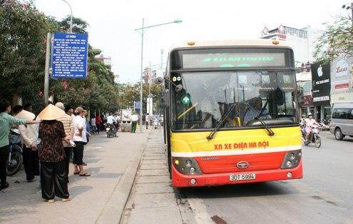 Hà Nội đề nghị người trên chuyến xe bus có người mắc COVID-19 tự cách ly tại nhà