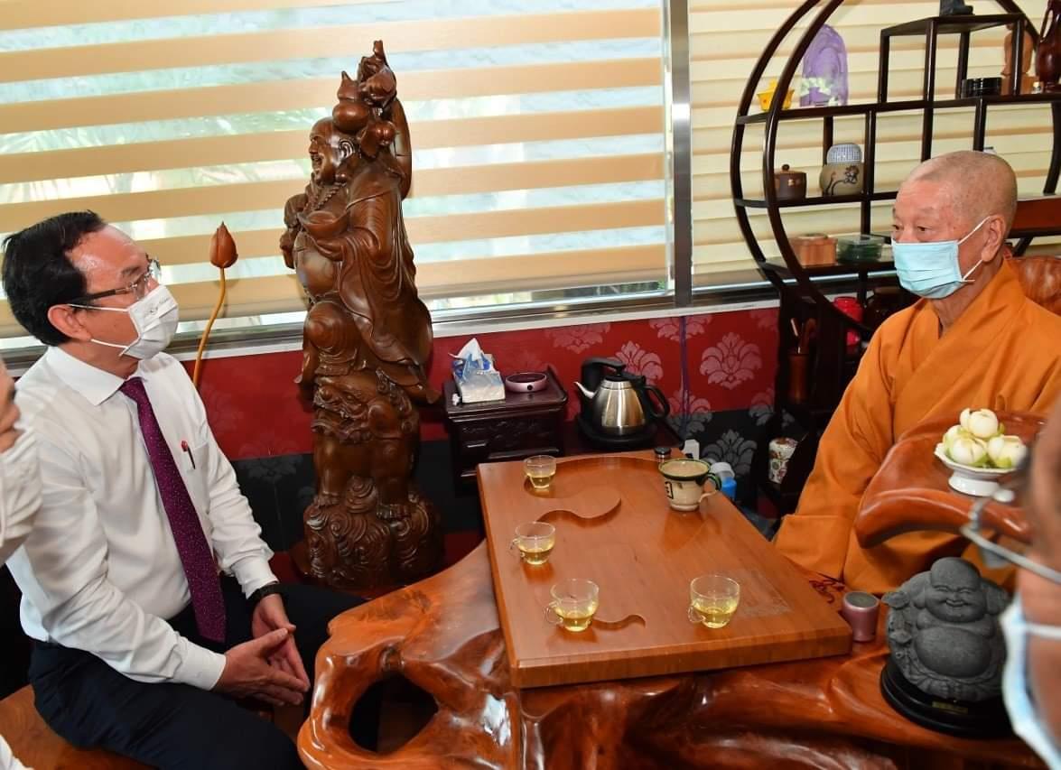 Bí thư Thành ủy TPHCM Nguyễn Văn Nên thăm hòa thượng Thích Trí Quảng
