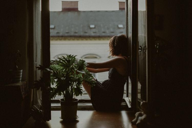 Phía sau những người trưởng thành là những nỗi cô đơn...