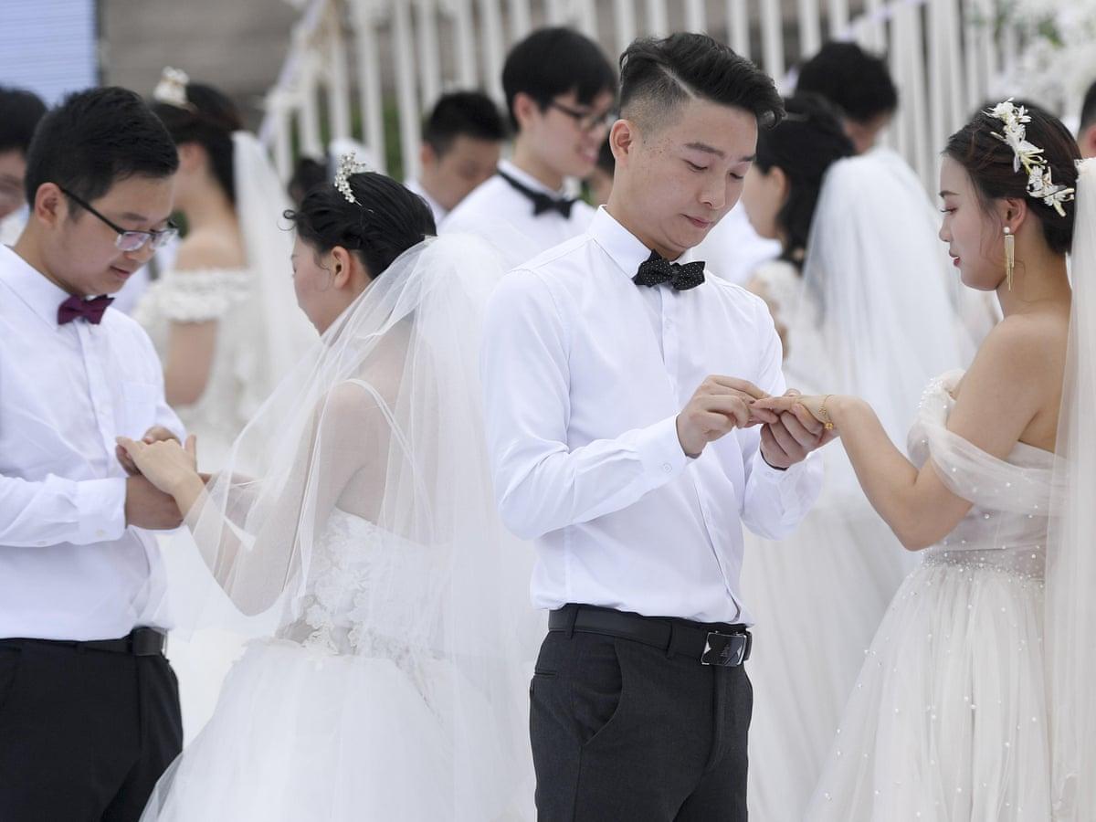 Trung Quốc đang lo lắng trước tình trạng hôn nhân giảm, ly hôn tăng và sinh con giảm, những yếu tố đe dọa gây mất cân bằng dân số