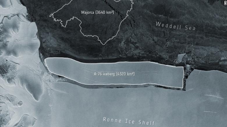 Tảng băng đã vỡ ra từ sườn phía tây của Thềm băng Ronne ở Biển Weddell của Nam Cực - Ảnh: ESA