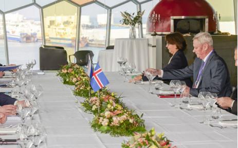 Ngoại trưởng các nước tham dự cuộc họp trong cuộc họp cấp bộ trưởng lần thứ 12 của Hội đồng Bắc Cực tại Phòng hòa nhạc Harpa ở Reykjavik, Iceland,