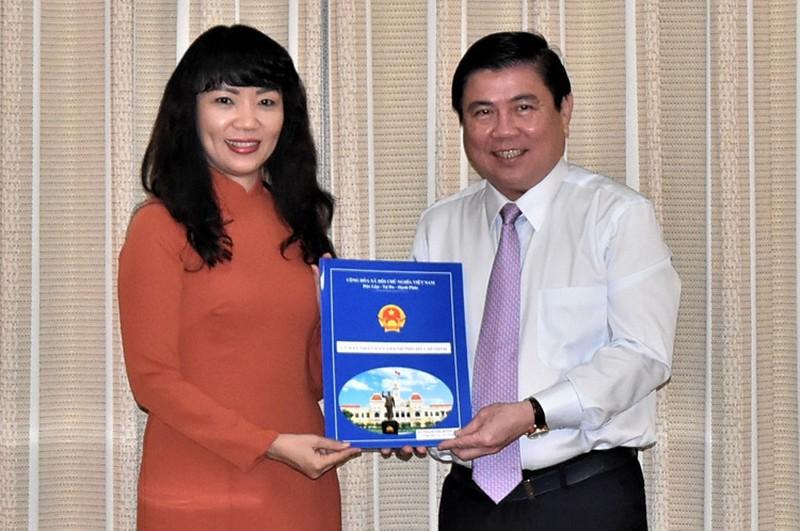 Chủ tịch UBND TP.HCM trao quyết định bổ nhiệm bà Phạm Thị Hồng Hà giữ chức Giám đốc Sở Tài chính TP.HCM