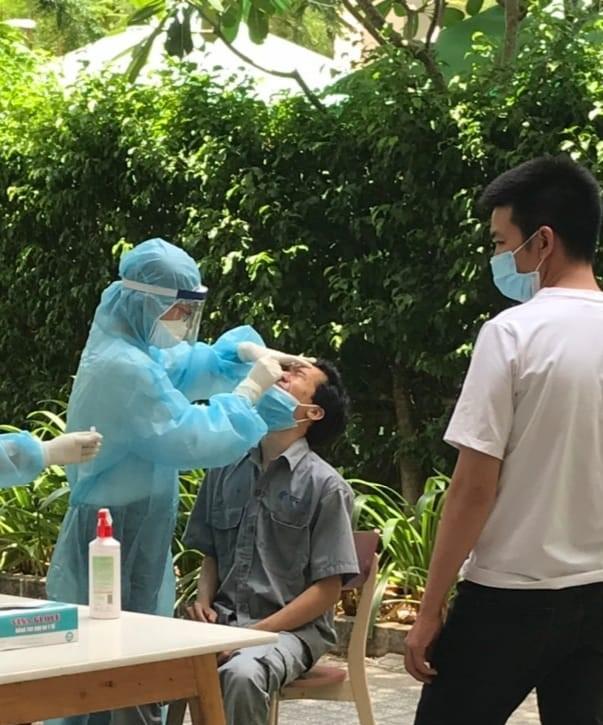Sở Y tế TPHCM đã huy động sinh viên các trường y khoa tham gia việc lấy mẫu