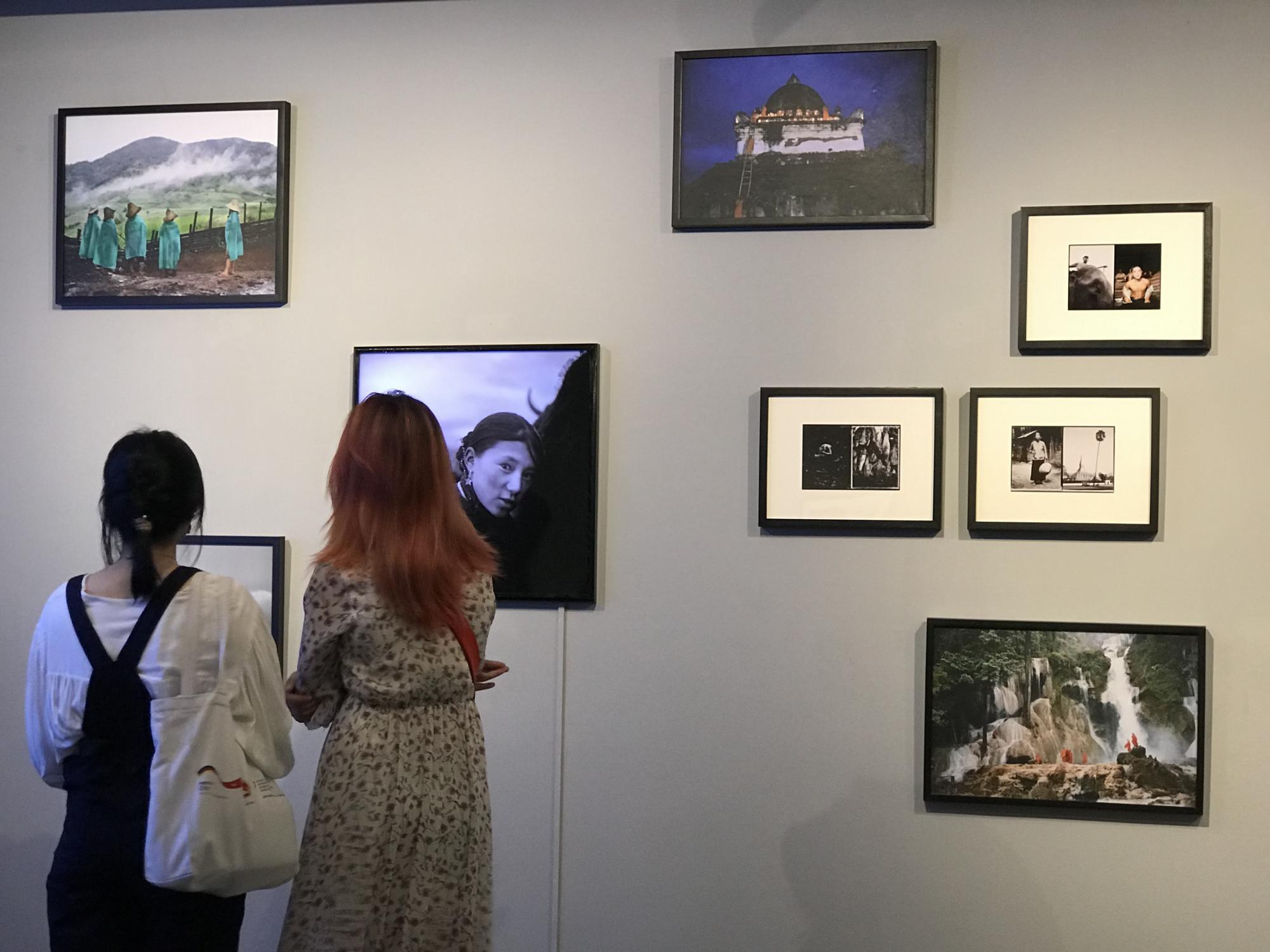 Lâm Đức Hiền sinh năm 1966 bên bờ sông Mê Kông, đoạn chảy qua thị trấn Paksé phía Nam Lào. Bố ông là người việt, mẹ là người Lào. Ông đặt chân đến Pháp năm 1977 sau hai năm sống trong trại tị nạn ở Thái Lan.  Lâm Đức Hiền đã đoạt nhiều giải thưởng quan trọng, trong đó có giải thưởng của Trung tâm quốc gia nhiếp ảnh Pháp (Centre National de la Photographie -1994), Giải thưởng nhiếp ảnh châu Âu Leica do thành phố Vevey ở Thụy sĩ trao tặng (Grand Prix Européen – 1995). Hạng nhất trong thể loại chân dung của Giải thưởng World Press (2001). Nhiều ảnh phóng sự của anh đã được đăng trên các tờ báo Anh ngữ US News, Newsweek, Times Asia, trong tiếng Pháp thì có GEO Magazine, Paris Match, Le Monde, Libération, La Croix… Lâm Đức Hiền là thành viên của hãng ảnh Agence VU'.