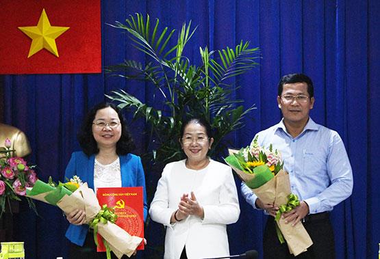 Bà Thái Thị Bích Liên (trái)