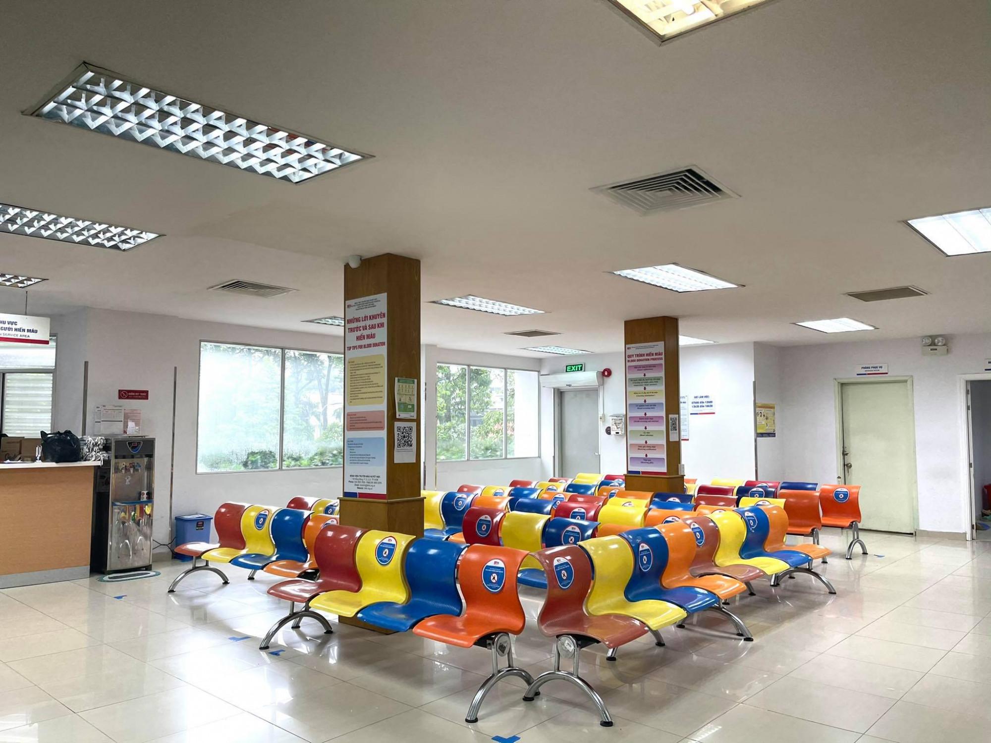 Nơi hiến máu tại Bệnh viện Truyền máu huyết học vắng lặng, ngân hàng máu sắp đến mức báo động, ảnh BVCC