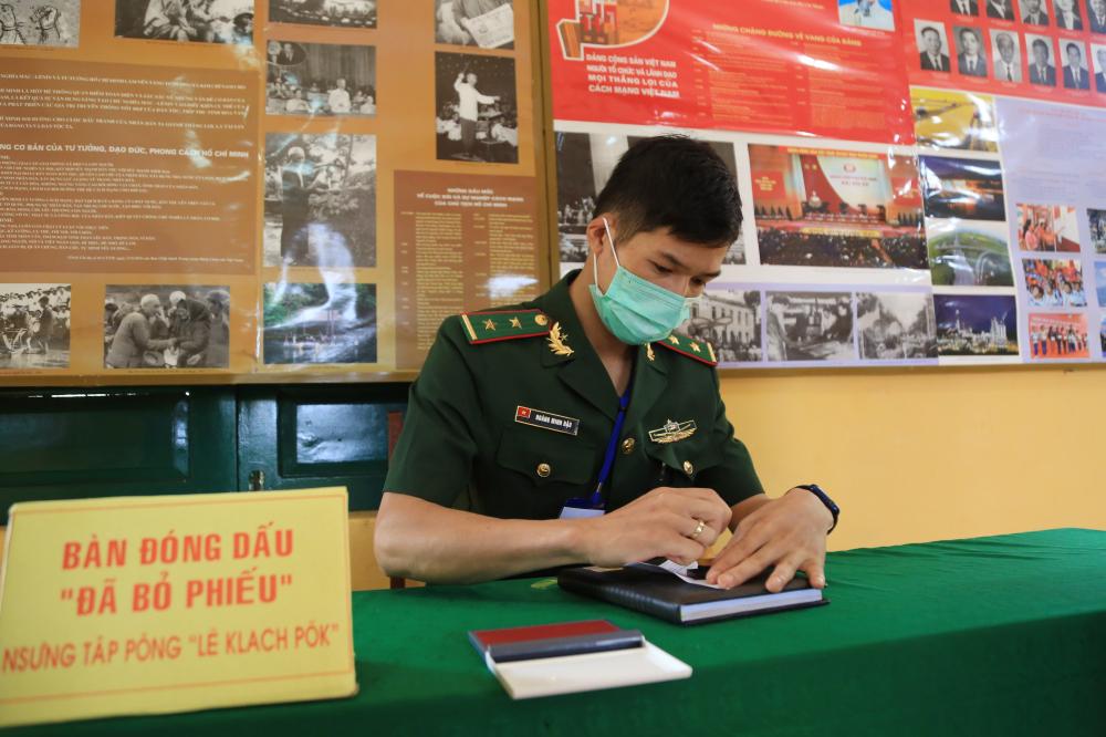 Nhiều cán bộ, chiến sĩ bộ đội biên phòng lần đầu tiên tham gia bầu cử