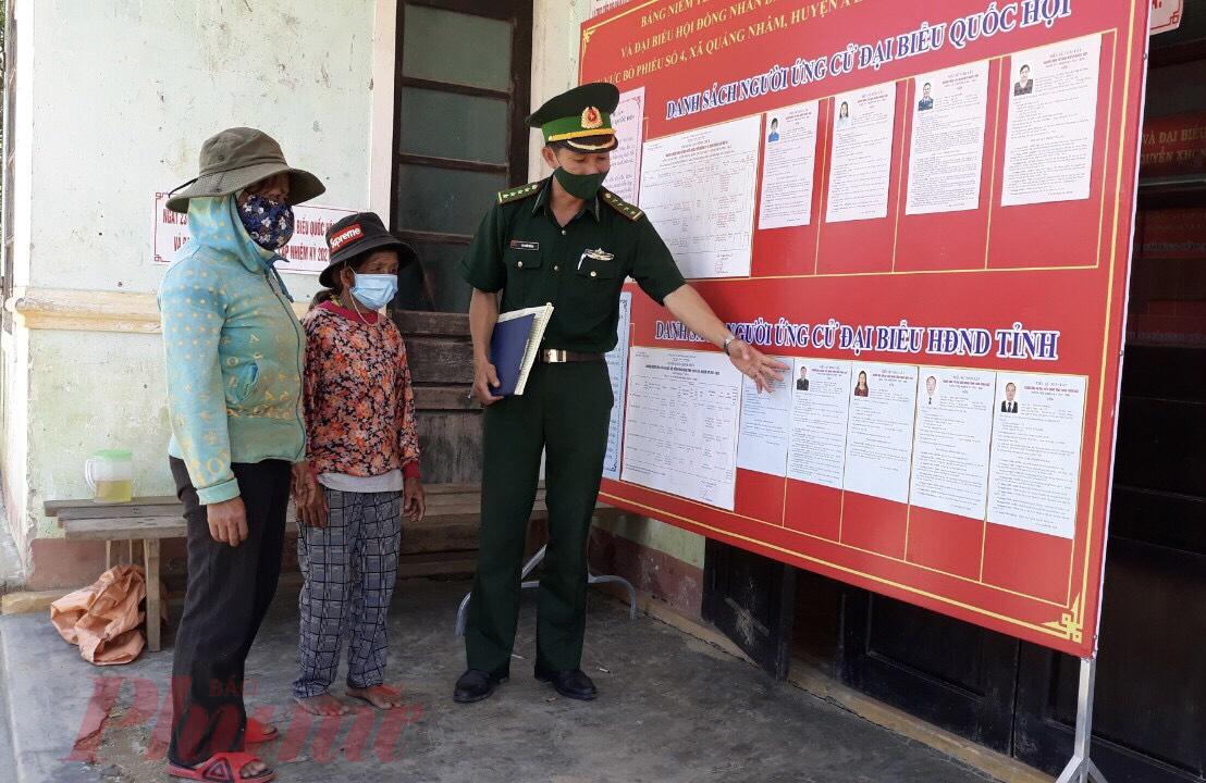 Do đặc thù miền núi, trình độ dân trí không đều, có hơn 43% bà con là người đồng bào dân tộc thiểu số, cho nên huyện Nam Đông, A Lươi (Thừa Thiên – Huế) đã tăng cường công tác tuyên truyền về bầu cử.
