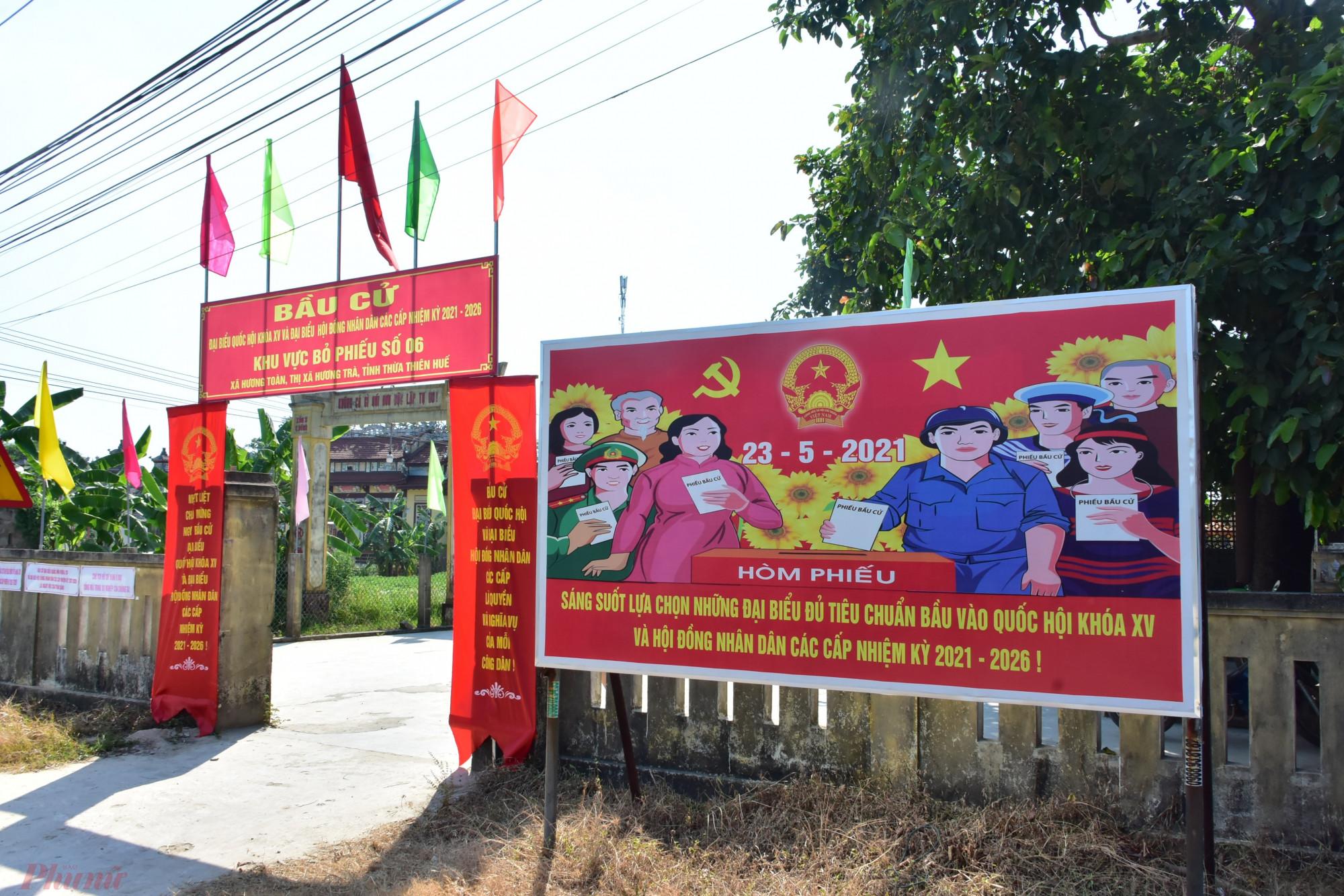 tại Ủy ban bầu cử thị xã Hương trà, các khu vực bỏ phiếu trên địa bàn thị xã và huyện Quảng Điền. Qua kiểm tra thực tế, công tác chuẩn bị bầu cử tại các được triển khai đồng bộ, chặt chẽ; các bước chuẩn bị cho bầu cử cơ bản đã bám sát kế hoạch, đúng trình tự