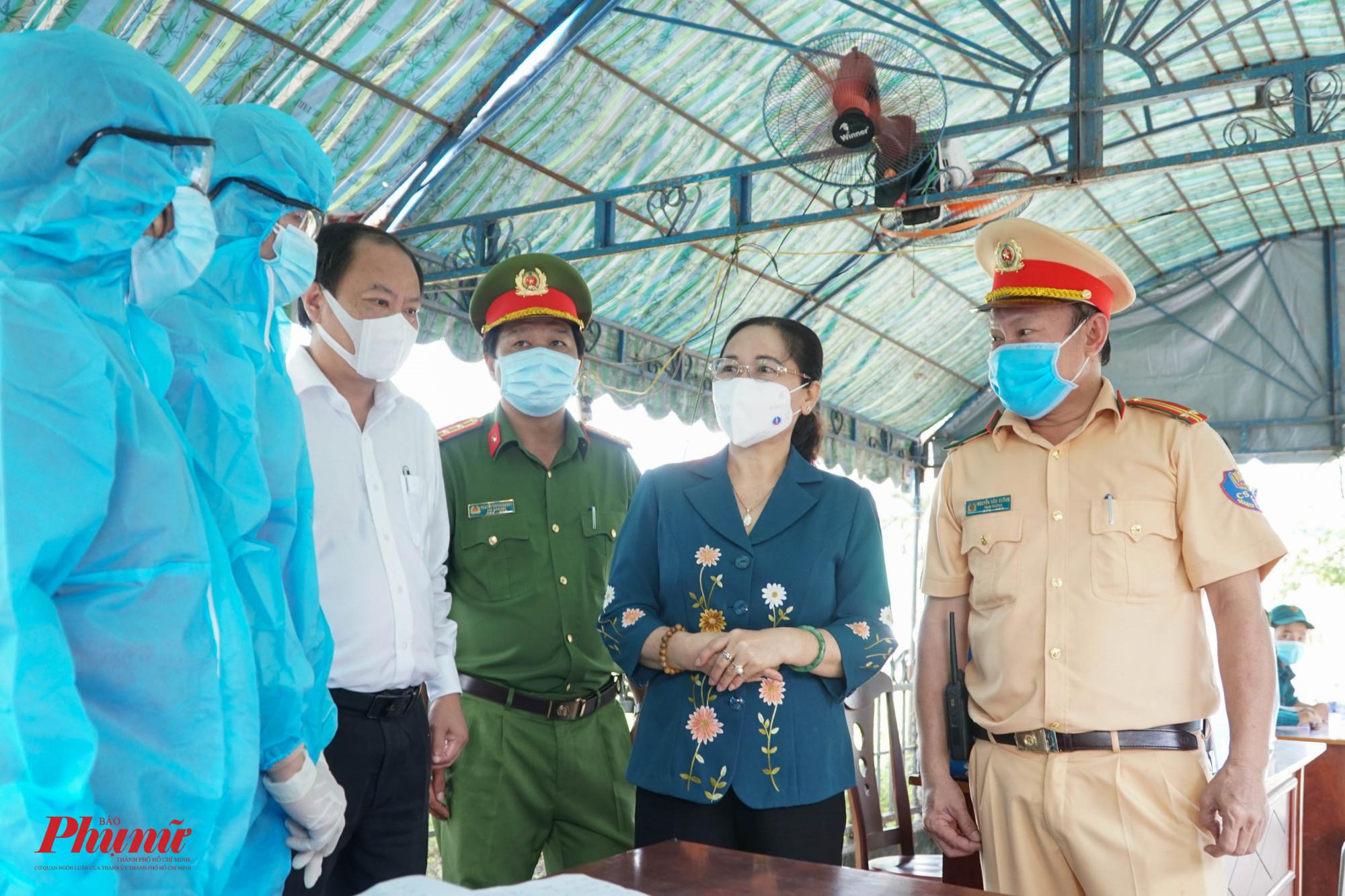 Đoàn công tác do bà Nguyễn Thị Lệ - Phó Bí thư Thành ủy, Chủ tịch HĐND Thành phố thăm hỏi, động viên