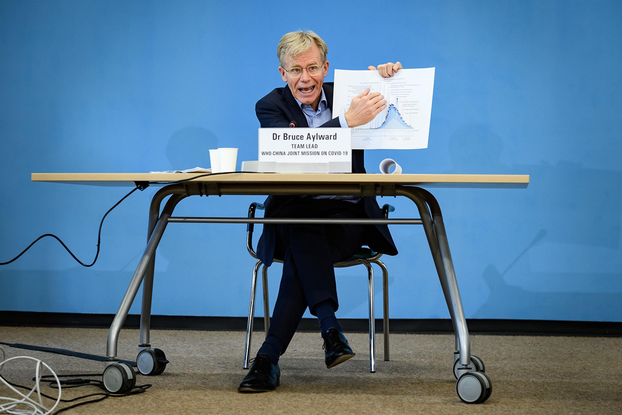 Ông Bruce Aylward, chuyên gia Y tế của WHO - Ảnh: AFP/Getty Images