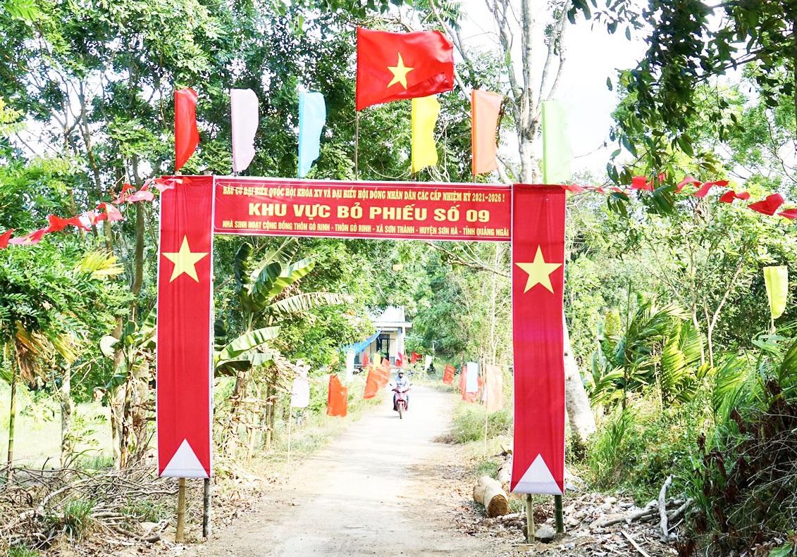 Khu vực bỏ phiếu ở huyện miền núi Sơn Hà trước ngày bầu cử.