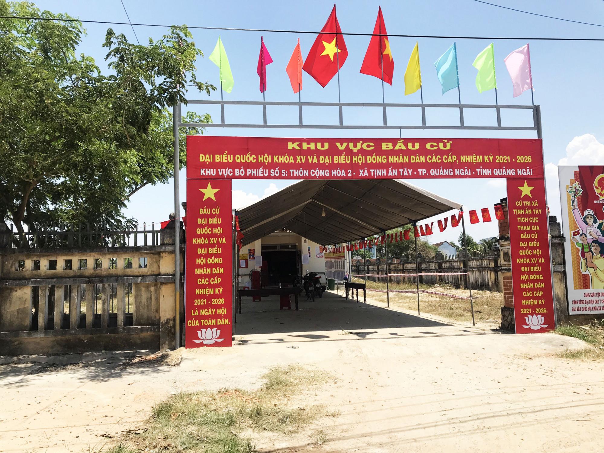 Điểm bỏ phiếu ở thôn Cộng Hoà 2, xã Tịnh Ấn Tây, Tp.Quảng Ngãi được chuẩn bị chu đáo cho ngày bầu cử