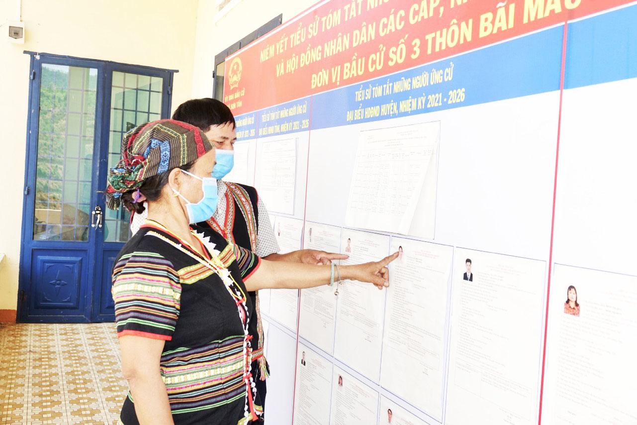Người đồng bào dân tộc thiểu số tỉnh Quảng Ngãi quan tâm đến bầu cử