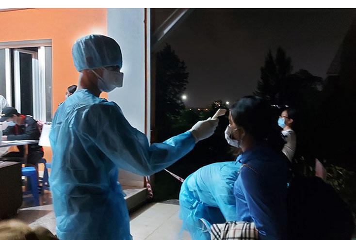 CDC Quảng Bình đang lấy mẫu xét nghiệm các F1 liên quan BN 2938 tái dương