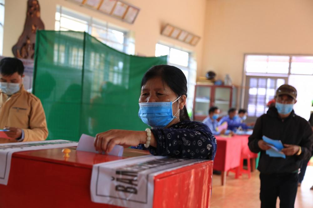Người dân tỉnh Đắk Nông háo hức khi được thực hiện quyền công dân trong ngày bầu cử
