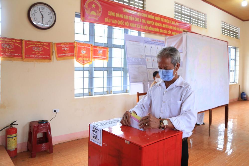 Các điểm bầu cử thực hiện nghiêm các biện pháp phòng chống dịch COVID-19