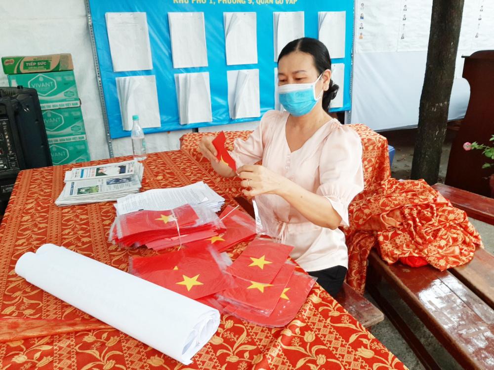 Phụ nữ Q.Gò Vấp góp bàn tay trang trí các điểm bầu cử