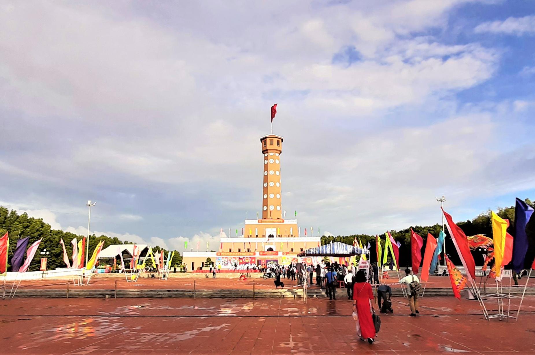 khu vực bỏ phiếu số 12, cột cờ Hà Nội tại Mũi Cà Mau - điểm cực Nam Tổ quốc (ấp Mũi, xã Đất Mũi, huyện Ngọc Hiển).