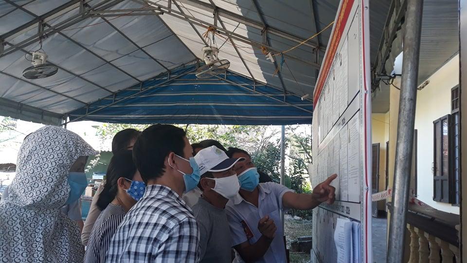 Người dân  Quảng Trị nghiêm túc thực hiện bỏ phiếu vừa phòng, chống dịch COVID-19