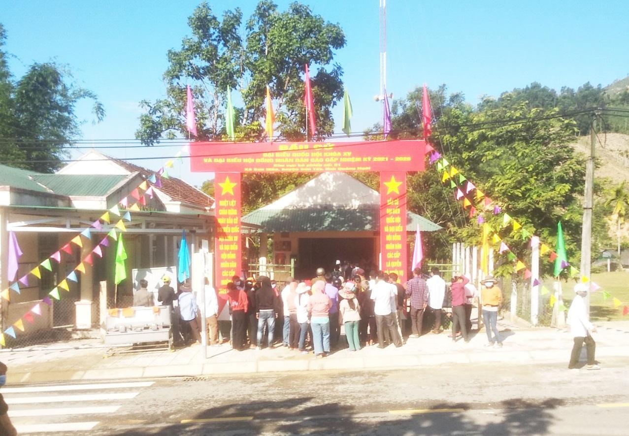 Cử tri huyện đảo Lý Sơn đi bỏ phiếu sáng nay