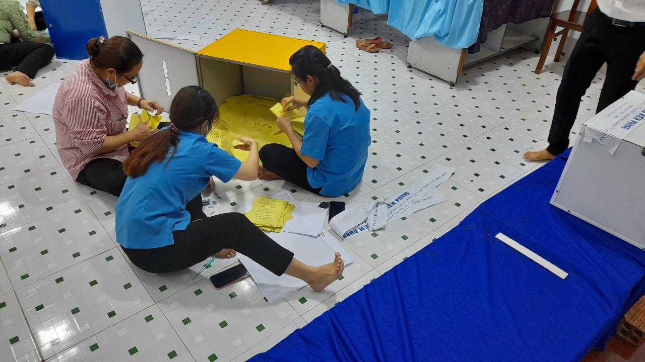 Kiểm phiếu ở xã đảo Thạnh An, huyện Cần Giờ