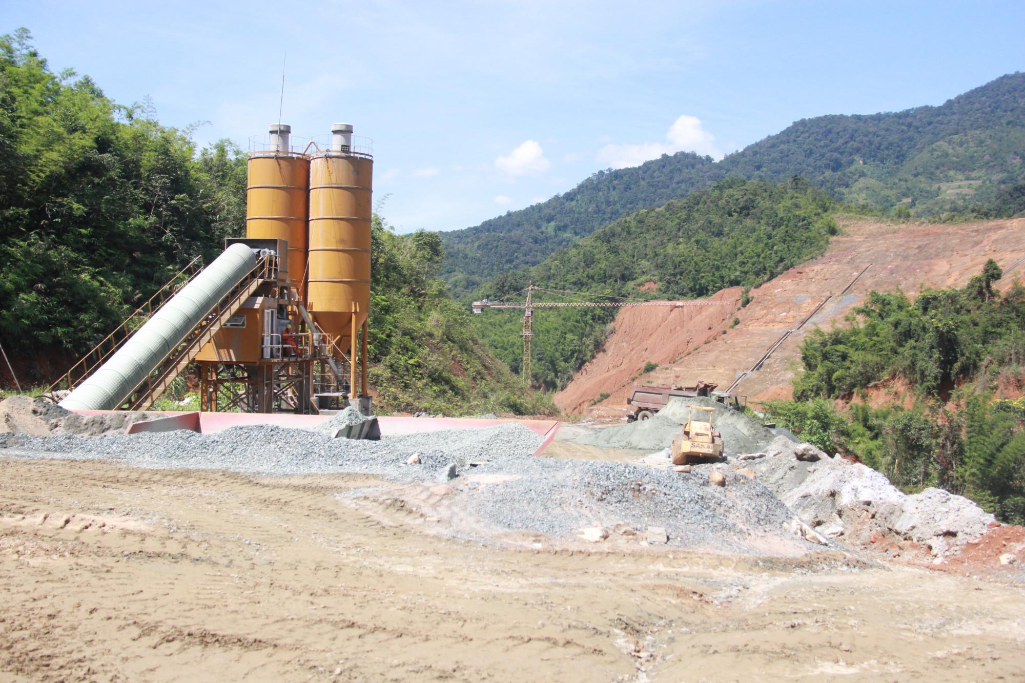 Dù ông Lê Quang Hào – Tổng Giám đốc Công ty Cổ phần Tài chính và Phát triển năng lượng mạnh miệng tuyên bố sẽ hoàn thành trong 3-4 tháng tới, nhưng đó là điều hồ nghi rất lớn cho chính quyền địa phương huyện Tây Giang