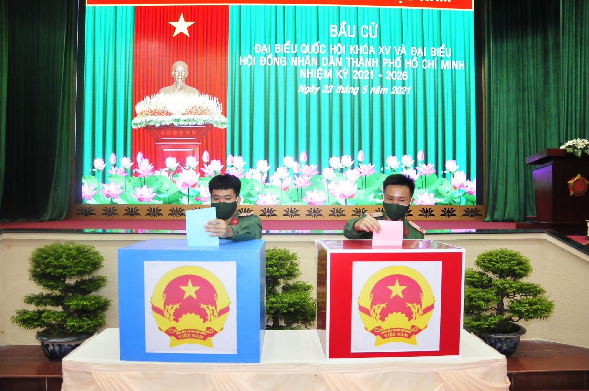 Cán bộ, chiến sĩ bỏ phiếu tại ĐIỂM BẦU CỬ TẠI BỘ TƯ LỆNH TP HỒ CHÍ MINH