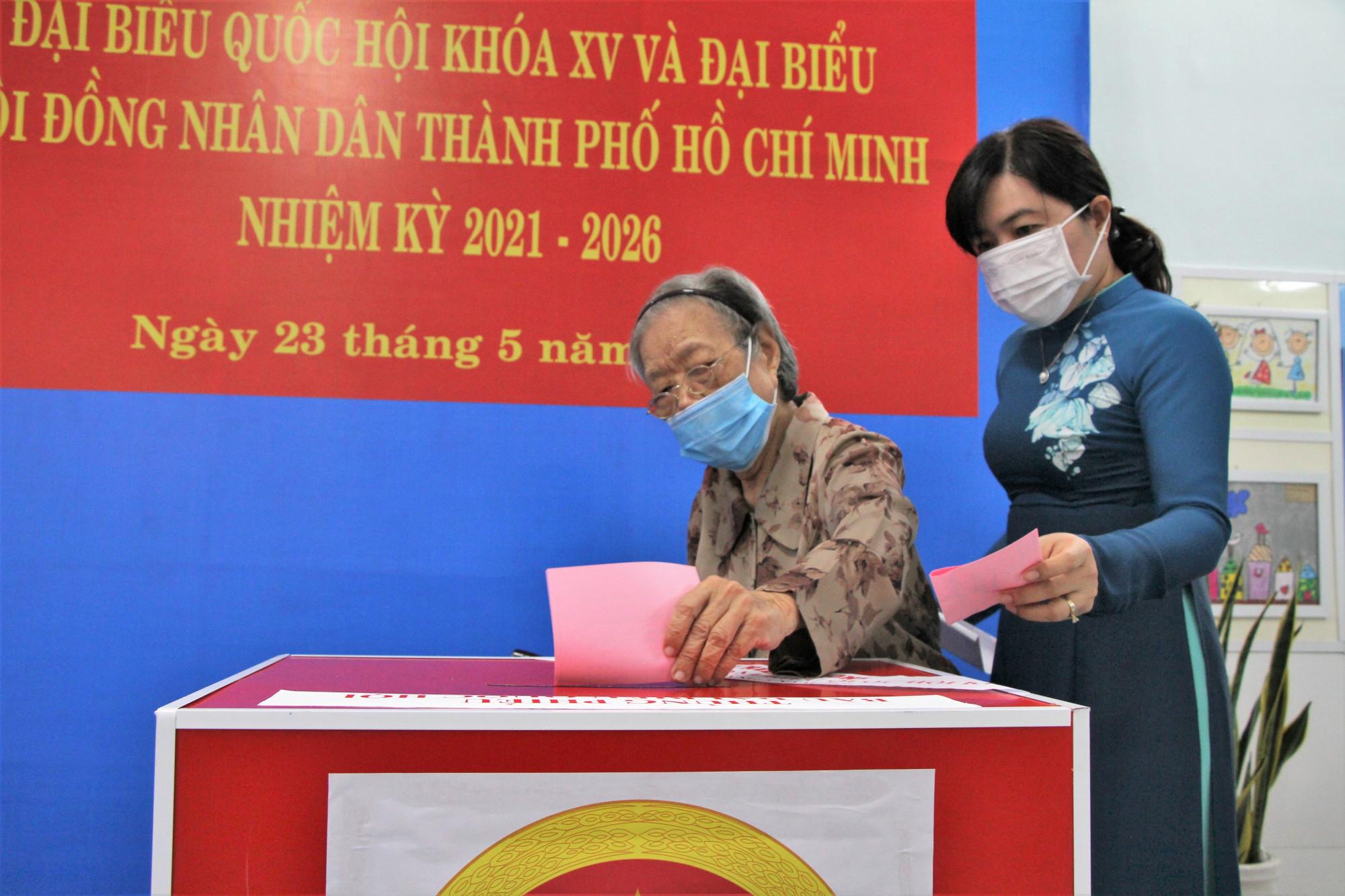 Bà Nguyễn TRần