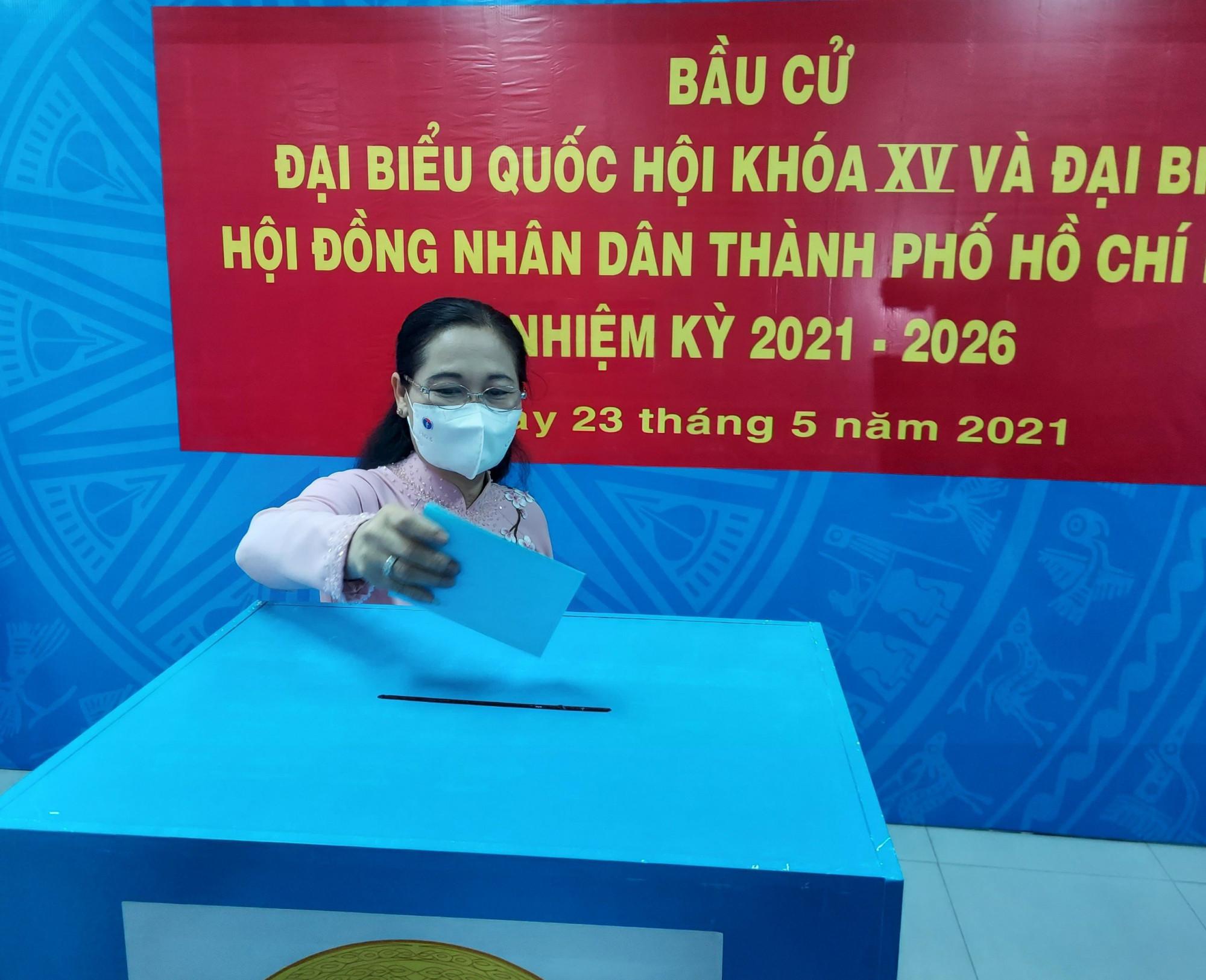 Phó Bí thư Thành ủy, Chủ tịch HĐND TPHCM Nguyễn Thị Lệ bỏ phiếu bầu cử