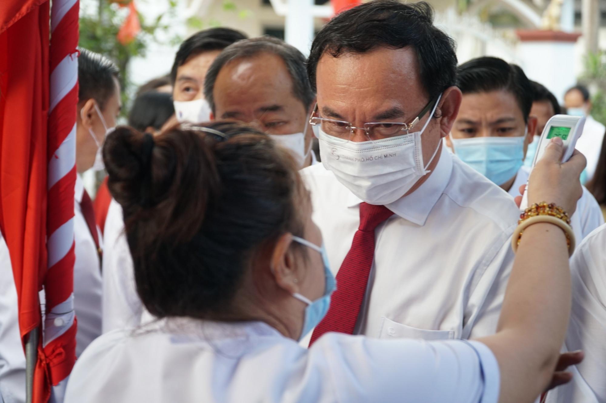 Ban tổ chức kiểm tra y tế cho Bí thư Thành ủy TPHCM Nguyễn Văn Nên