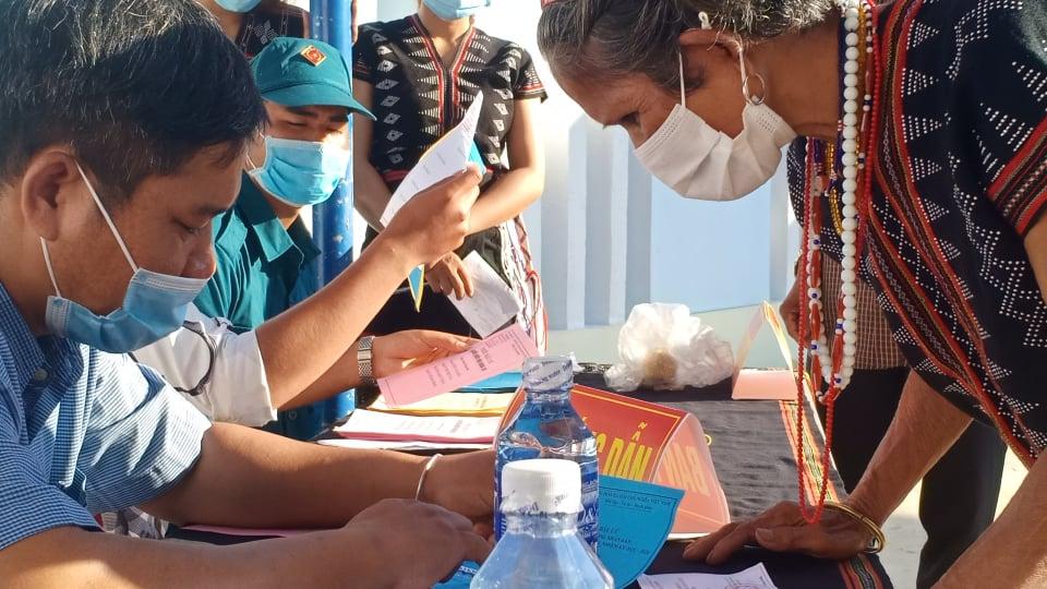 Tại các huyện miền núi Quảng Nam cũng đang diễn ra bầu cử, công tác đảm bảo phòng chống dịch ở đây được thực hiện nghiêm ngặt.